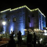Castello adobbato di luci